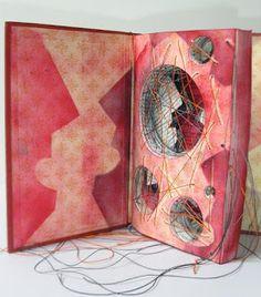 eleonora cumer  libri d'artista, libri oggetto dai libri, installazioni ... artist books, altered books and ...