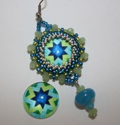 Workshop: Einfassen von Cabochons am 07.05.14 18:00 Uhr  Dauer 2 Std. Euro 20,-- incl Material  Anmeldung: office@perlensucht.at Workshop, Cabochons, Beaded Bead, Drop Earrings, Office, Christmas Ornaments, Beads, Holiday Decor, Material