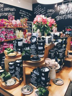 7 Simple Skin Care Tips Everyone Can Use Lush Cosmetics: My Nighttime Beauty Routine Lush Aesthetic, Lush Store, Natural Liver Detox, Vsco, Lush Bath Bombs, Face Care, Body Care, Diy Beauty, Beauty Tips