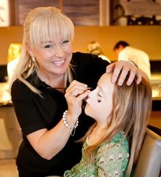 TIPS FOR BOOKING A PROFESSIONAL FACEPAINTER