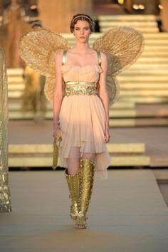 ~ Living a Beautiful Life ~ Dolce & Gabbana Herbst/Winter Haute Couture - Kollektion Vogue Fashion, Fashion Week, Runway Fashion, High Fashion, Fashion Show, Womens Fashion, Dolce & Gabbana, Vogue Paris, Vogue China