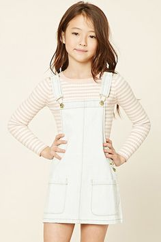 Forever 21 Girls - A denim overall dress featuring two front patch pockets, adjustable straps, and a side button closure. Kids Outfits Girls, Cute Girl Outfits, Summer Outfits, Girls Dresses, Mini Dresses, Ball Dresses, Preteen Fashion, Kids Fashion, Fashion Outfits