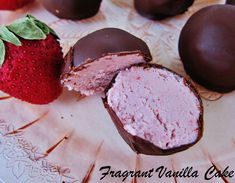Raw Strawberries and Cream Truffles from Fragrant Vanilla Cake Vegan Candies, Raw Vegan Desserts, Vegan Sweets, Vegan Dishes, Raw Food Recipes, Just Desserts, Sweet Recipes, Delicious Desserts, Dessert Recipes
