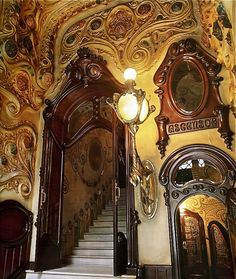 Otras realizaciones / Arquitectura / Casa Comalat par Salvador Valeri 1911 This would make you a fan of Art Nouveau. Just look at the craftmanship involved.