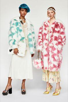 Guarda la sfilata di moda Miu Miu a Parigi e scopri la collezione di abiti e accessori per la stagione Pre-Collezioni Autunno-Inverno 2017-18.