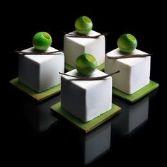 Architectural designer Dinara Kasko has merged her professional knowledge with a passion for cooking to bake these amazing geometrically perfect desserts. The Ukrainian pastry chef has discovered Mini Desserts, Gourmet Desserts, Plated Desserts, No Bake Desserts, Delicious Desserts, Dessert Recipes, Baking Desserts, Baking Cakes, Cheesecake Caramel