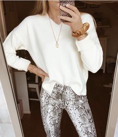 23 Outfits With Snake Print Pants Looks Style, Looks Cool, My Style, Mode Outfits, Fashion Outfits, Womens Fashion, Fashion Trends, Spring Summer Fashion, Autumn Winter Fashion