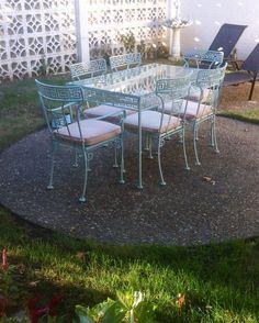 Amazing Vintage Greek Key Patio Vintage Patio, Retro Vintage, Dining Sets, Outdoor Furniture Sets, Outdoor Decor, Greek Key, Terraces, Mid-century Modern, Porch