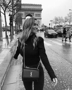 Pin: 𝓘𝓼𝓪 𝓕𝓻𝓮𝓭𝓻𝓲𝓴𝔃𝓮 ( / was ♧ Paris Pictures, Paris Photos, Shotting Photo, Paris Winter, Style Personnel, Oui Oui, Instagram Worthy, Black N White, Paris Fashion