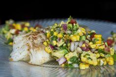 Filets de morue et salsa de maïs http://www.recettes.qc.ca/recette/filets-de-morue-et-salsa-de-mais-1 #recettesduqc #poisson #morue