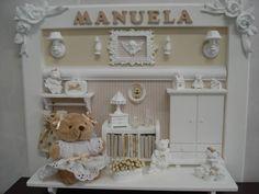 Quadro para decoração de quarto infantil ou porta-maternidade em mdf branco com diversos apliques em resina e madeira.