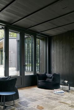 Residence von Alain Carle Architecte in Quebec, Kanada Residential Architecture, Contemporary Architecture, Wood Architecture, Gazebo, Plywood Interior, Interior Design Programs, Timber Panelling, Dark Interiors, Interior Exterior
