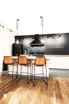 Dining Room Rules: Industrial Dining Room Lighting As The Key Fixture Kitchen Stools, New Kitchen, Kitchen Decor, Bar Stools, Dining Room Design, Interior Design Kitchen, Decoracion Vintage Chic, Industrial Dining, Dining Room Lighting