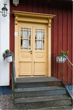 Kunnostetut vanhat pariovet ovat kyllä ilo silmälle, löydä omasi meiltä: www.metsankylannavetta.fi