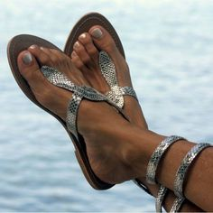 Are you interested in our flat silver sandal? With our aspiga beach flip flop you need look no further.