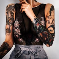 Modus - Künstler tattoo old school tattoo arm tattoo tattoo tattoos tattoo antebrazo arm sleeve tattoo Cool Shoulder Tattoos, Mens Shoulder Tattoo, Shoulder Tattoos For Women, Tattoo Shoulder, Piercing Tattoo, 1 Tattoo, Tattoo Forearm, Forearm Tattoo Sleeves, Chest Neck Tattoo
