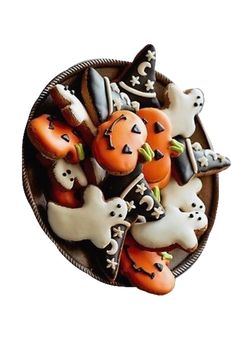 These decorated Halloween cookies are so festive and cute! Ghosts, witch hats, and jack-o-lantern cookies are a simple idea (and pretty easy) to add to a gathering to add some Halloween spirit! Halloween Donuts, Halloween Snacks, Biscuits Halloween, Happy Halloween, Dessert Halloween, Holidays Halloween, Halloween Decorations, Halloween Party, Pretty Halloween