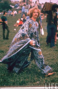 Never has there been a music festival with as much infamy as Woodstock. The Woodstock Music Festival of 1969 has become an icon of the hippie counterculture. 1969 Woodstock, Festival Woodstock, Woodstock Hippies, Hippie Woodstock, Woodstock Fashion, Woodstock Music, Woodstock Outfit, Janis Joplin, Hippie Love