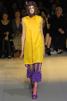 See the complete Comme des Garçons Spring 2008 Ready-to-Wear collection.