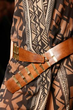 Asymetric no buckle belt - Dona Karan NY 2014 Fashion Details, Look Fashion, Fashion Show, Womens Fashion, Fashion Trends, Hippy Chic, Boho Chic, Bohemian, Donna Karan
