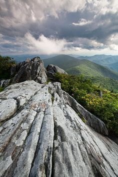 Dramatic Blue Ridge Mountains, VA * ROADTRIP - TRAVEL - USA - SEE AMERICA - BEAUTIFUL PLACES TO VISIT IN THE US - TOP US CITIES - NATIONAL PARKS