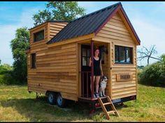 Elle crée une tiny-house en France et prouve que tout est possible ! Best Tiny House, Tiny House Cabin, Tiny House Living, Tiny House On Wheels, Tiny House Design, Small House Plans, Tiny Houses, House Dr, Unusual Houses