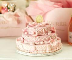 Ladurée Pink Wedding Cake dollhouse miniature