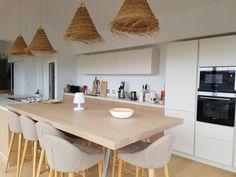 Cuisine beige et bois à Lacanau. #cuisine #haut de gamme #bois ...