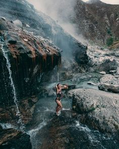 19 Of The Coziest, Warmest & Best Idaho Hot Springs - Dani The Explorer - Elyssa Emerson - Nature travel Oh The Places You'll Go, Places To Travel, Places To Visit, Vacation Destinations, Vacation Spots, Vacations, Idaho Hot Springs, Sawtooth Mountains, Rock Pools