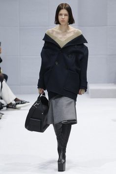 Balenciaga Fall 2016 Ready-to-Wear Collection Photos - Vogue