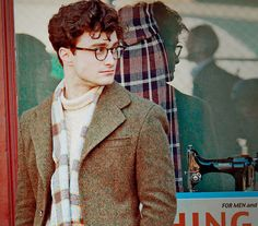"This week, we saw the first photo evidence of Daniel Radcliffe's turn as American poet Allen Ginsberg in John Krokidas's Kill Your Darlings, the newest drama about the Beat Generation. Though the film raises many questions for us, like ""Do we need… James Potter, Allen Ginsberg, George Clooney, Male Actors Under 30, Pretty People, Beautiful People, Desenhos Halloween, Kill Your Darlings, Movies"