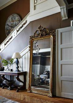 miroir doré ancien pour l'entrée de la maison