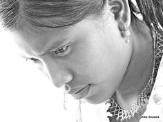 gente wayúu Pearl Earrings, People, Colombia, Pearl Studs, Bead Earrings, People Illustration, Folk, Pearl Stud Earrings