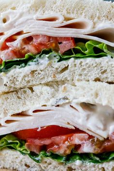 Smoked chicken sandwich with jalapeño mayo - Simply Delicious. Lunch | Sandwich | Easy lunch | Easy lunch recipe | Back to school | Family recipe | Easy recipe | BLT | Food photography | Food styling |