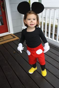 ▷ 1001 + ideas for simple Halloween costumes to borrow - make a little Mickey Mouse costume yourself from a little girl simple Halloween costumes - Disfraz Mickey Mouse, Mickey And Minnie Costumes, Unicorn Diy, Easy Halloween Costumes Kids, Halloween Halloween, Mickey Mouse Halloween Costume, Unicorn Halloween, Creative Costumes, Halloween Decorations