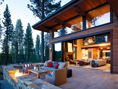 Sierra Splendor - Mountain Living - - A Bay Area family comes full circle in introducing their kids to the Lake Tahoe lifestyle. Mountain Home Exterior, Modern Mountain Home, Mountain House Plans, Mountain Living, Mountain Homes, Style At Home, Modern Rustic Homes, Modern Cabins, Cabin Homes
