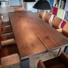 Dieser Tisch hat die richtige Grösse - egal ob nur zu zweit oder ein grösserer Familienbesuch ansteht. Die Metallfüsse an den Ecken sind so ausgerichtet, dass genügend Beinfreiheit bleibt. Table, Furniture, Home Decor, Home Deco, Tables, Don't Care, Decoration Home, Room Decor, Home Furnishings