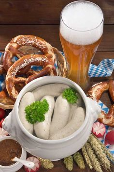 Nuremberger, Mettwurst, or Bratwurst? Get to know Germany's sausage varieties, and take a trip with Foodal through the country's mouth-watering specialties. Bratwurst Recipes, How To Make Sausage, Sausage Making, German Sausage, Fresh Rolls, Chicken Wings, Pork, Food And Drink, Easy Meals
