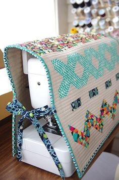 Learn how to sew a sewing machine cover! Perfect for any sewing machine you have. You'll find more tutorials like this on www.patchworkposse.com