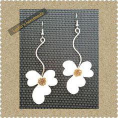 Σκουλαρίκια χειροποίητα λουλούδια λευκά  με σμάλτο και υγρό γυαλί!