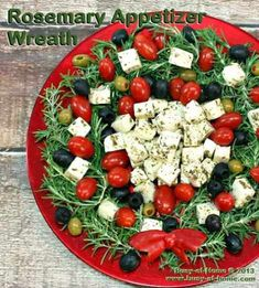 This beautiful Rosemary Christmas Wreath Appetizer tray is chockful of veggies, olives and cheese - enough to feed a much bigger crowd. Get creative and use your favorites to decorate the wreath! Christmas Veggie Tray, Christmas Party Food, Christmas Appetizers, Christmas Baking, Christmas Foods, Christmas Treats, Easy Appetizer Recipes, Yummy Appetizers, Yummy Recipes