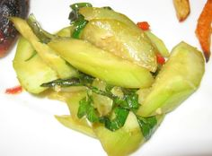 Pan-Fried Cucumber Chinese Style [gluten free w gf soy sauce] Cooked Cucumber, Cucumber Recipes, Gluten Free Recipes For Dinner, Dinner Recipes, Chinese Vegetables, Chinese Cabbage, Chinese Food, Asian, Rice Vinegar