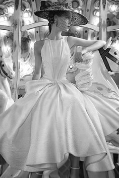 Ciao Bellissima - Vintage Glam Model Anne Gunning, photographed by Norman Parkinson Vintage Beauty, Glamour Vintage, 50s Glamour, Vintage Glam Style, Wedding Vintage, Hollywood Glamour, Retro Chic, Look Fashion, Retro Fashion