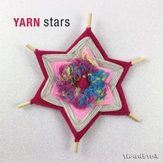 Make some pretty Gods eye yearn stars for Christmas decorations. This is a fun Christmas craft for kids! #christmas #christmascraft #yarncraft #godseye #kidscraft