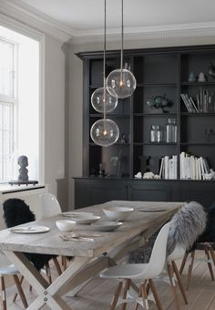 Adorable Scandinavian dining room space in neutral tones featuring a rustic plank table and glass pendants. The post Scandinavian dining room space in neutral tones featuring a rustic plank ta . Table Design, Dining Room Design, Dining Room Table, Dining Rooms, Console Tables, Kitchen Dining, Plank Table, Wood Table, Diy Table