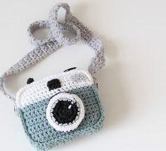 Kijk wat ik gevonden heb op Freubelweb.nl: een gratis haakpatroon van Studio Mojo om deze leuke gehaakte fotocamera te maken https://www.freubelweb.nl/freubel-zelf/gratis-haakpatroon-fototoestel/
