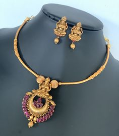 Designer simple matte gold finished pipe necklace Set / Lakshmi devi neck set with matching earrings / Lightweight jewelry Simple Necklace Designs, Gold Necklace Simple, Gold Jewelry Simple, Necklace Set, Jewelry Design Earrings, Gold Earrings Designs, Gold Jewellery Design, Gold Haram, Indian Jewelry Sets