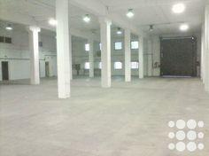 REF. P4003 - Nave industrial en alquiler en el Polígono Industrial Santiga de Barberà del Vallès con una superficie total 892m².  Dispone de puerta tipo ...