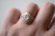 Oval Art Deco diamantes anillo de compromiso único delicado