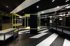 Coordination Asia designs dynamic store for TCL in Shenzhen — KNSTRCT Interior Design Blogs, Top Interior Designers, Apartment Interior Design, Best Interior, Stylish Interior, Modern Interior, Retail Store Design, Retail Shop, Pharmacy Design